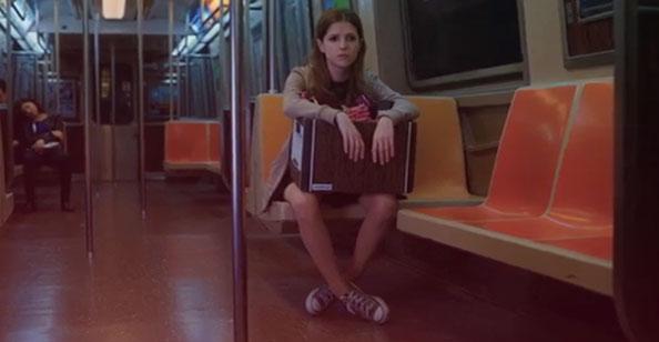 Love Life (1x02) - Darby no metrô